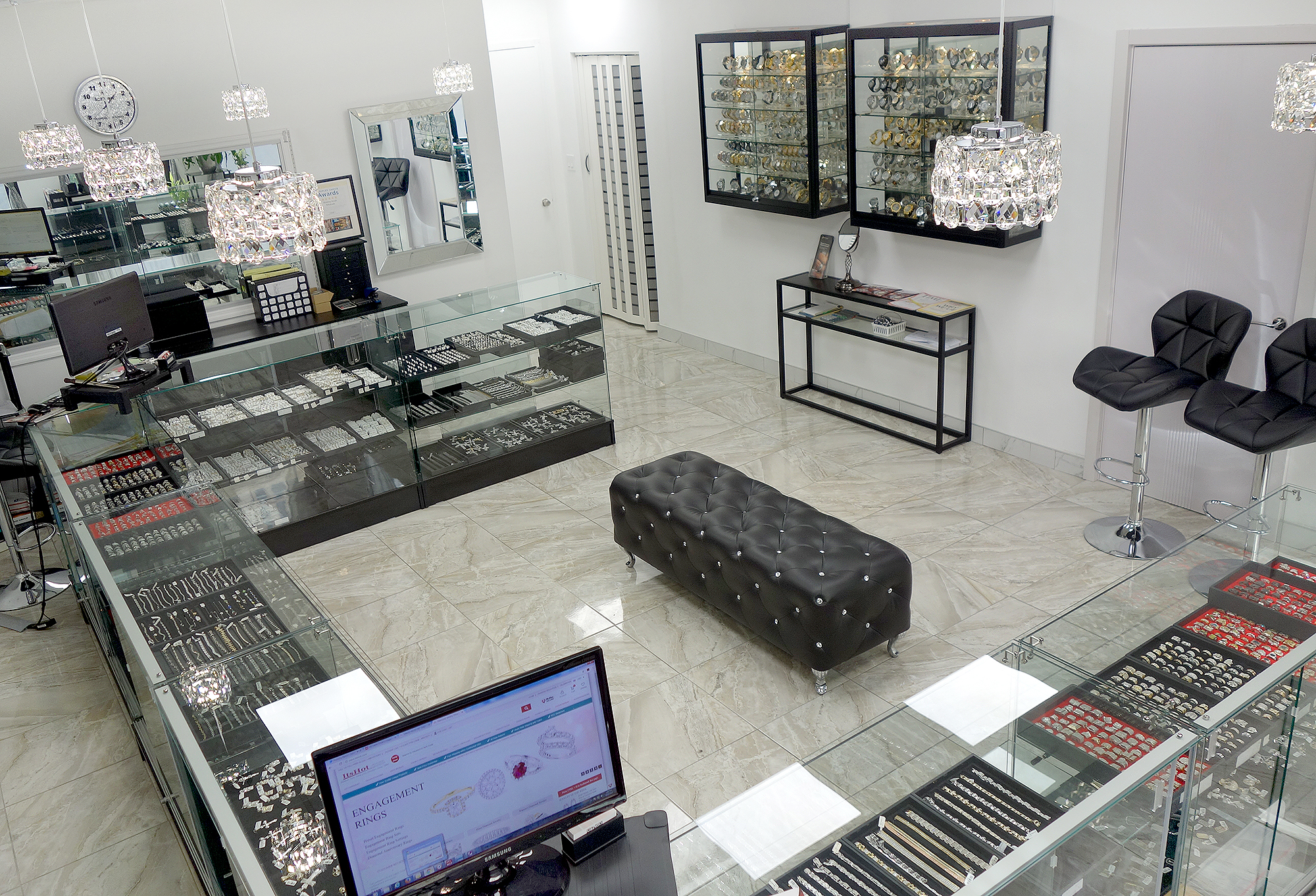 ItsHot.com Diamond Jewelry Showroom