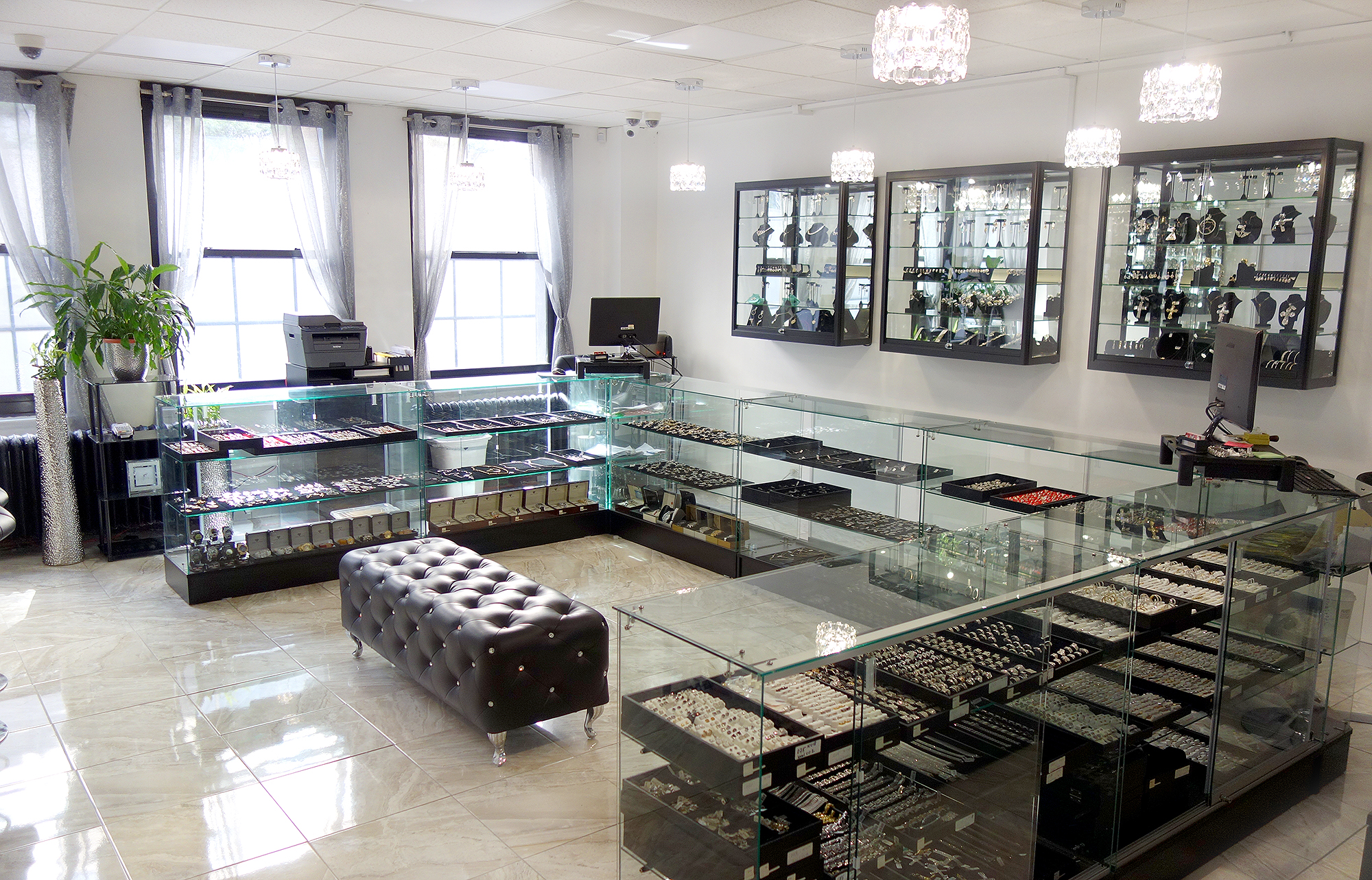 ItsHot.com Diamond Jewelry Showroom view #2